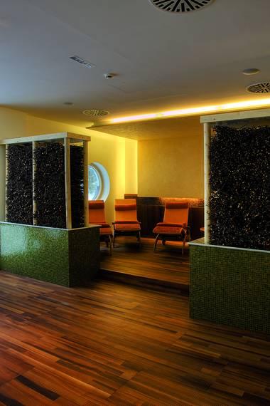 referenzen first class holz. Black Bedroom Furniture Sets. Home Design Ideas